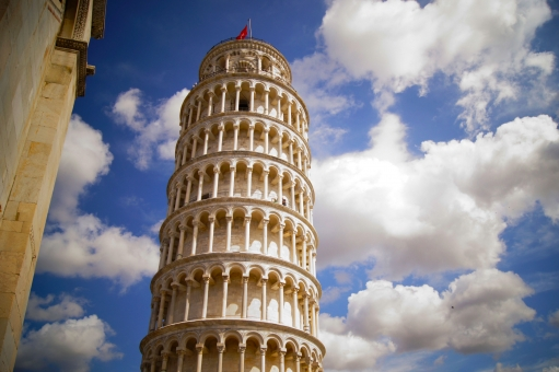 イタリアのピサの斜塔で日本人旅行者が亡くなる事故。旅行の疲れが原因か。